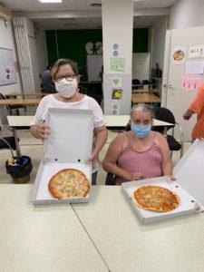 personas usuarias del servicio de ocio realizando actividades de ocio y tiempo libre
