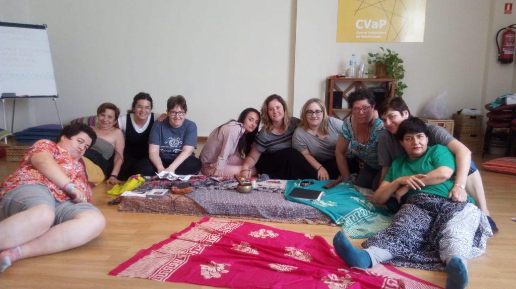 Las usuarias y educadoras de la vivienda tutelada de mujeres realizaron un curso de cohesión para fortalecer lazos.